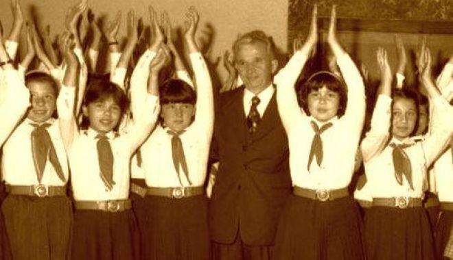 """Foto: """"Eroul României""""! Dacă n-ar fi fost împuşcat de Crăciun, în 1989, Nicolae Ceauşescu ar fi împlinit, astăzi, 100 de ani"""