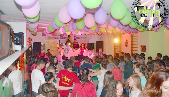 Foto: Ce bucurii le-au produs dansatorii TDC micuţilor din centrele de plasament