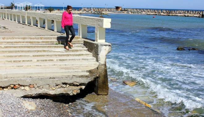 Foto: Galerie FOTO. Dezastrul din sudul litoralului: Ce capcane îi aşteaptă pe turişti pe faleza din staţiunea Venus