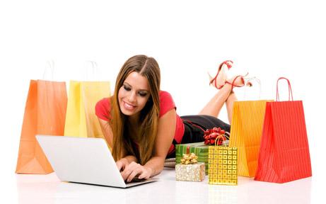 Foto: Ce cumpără românii  de pe Internet