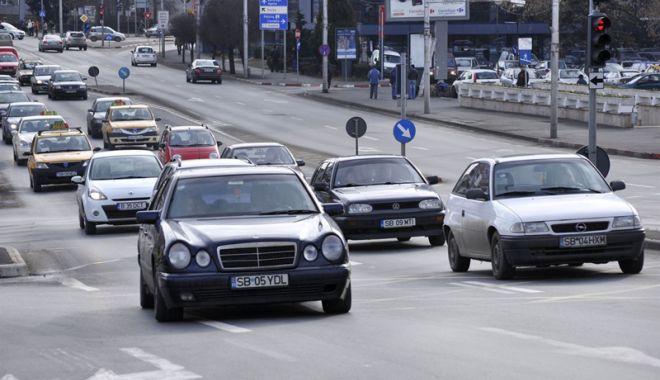 Foto: Ce face românul când află că s-a scumpit benzina