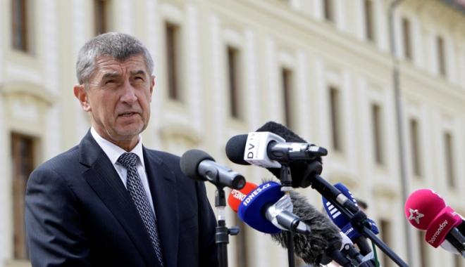 Foto: Cehia: Guvernul minoritar  își anunță demisia  după pierderea votului de încredere