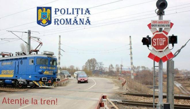 Foto: Poliţiştii au făcut pândă la trecerile de cale ferată. Zeci de permise reţinute