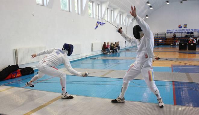 Foto: Cei mai buni spadasini români se duelează la Constanţa