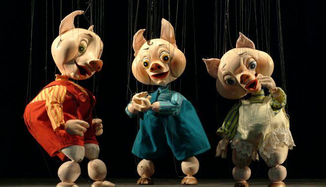 """Foto: """"Cei trei purceluşi"""" îi invită la teatru pe copiii din Lumina"""