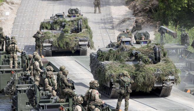 Foto: Cel mai mare exerciţiu militar  al Alianţei. Secretarul general al NATO, în Norvegia