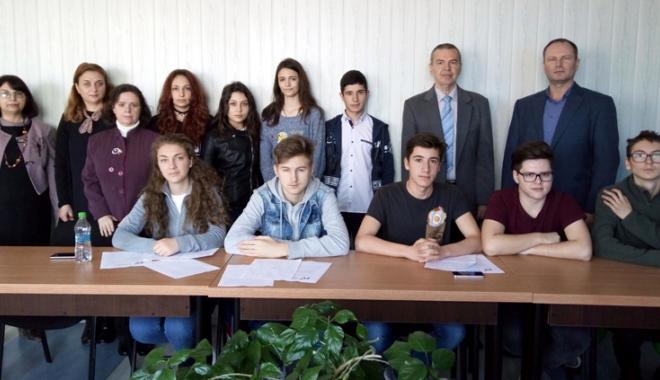 Foto: Cel mai vechi liceu din Mangalia a sărbătorit Unirea Basarabiei cu România