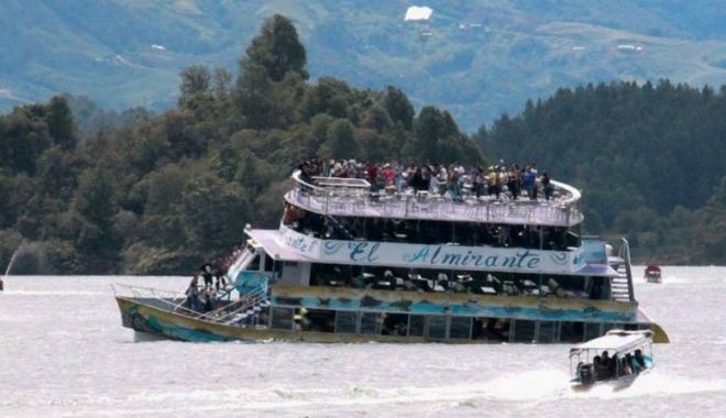 Foto: Cel puţin nouă morţi în naufragiul unui vas,  în nord-vestul Columbiei
