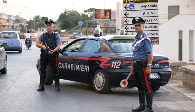 Foto: Ce mai fură românii în Italia. Prins cu 130 de plicuri de şofran în chiloţi