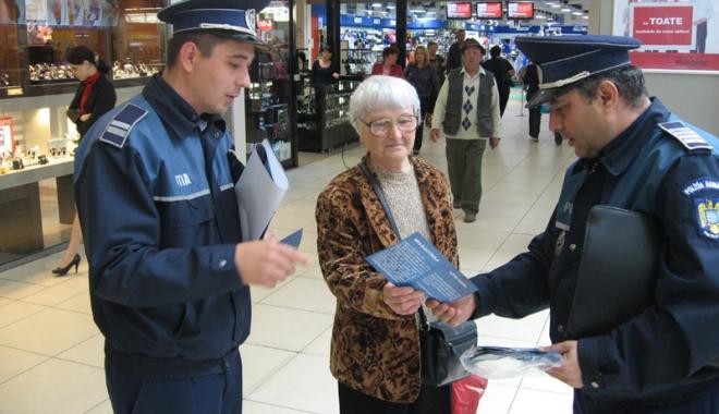 Foto: Centrele comerciale  din Constanţa, în atenţia poliţiştilor