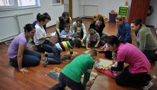 Foto: Statul va deconta serviciile pentru copiii autişti