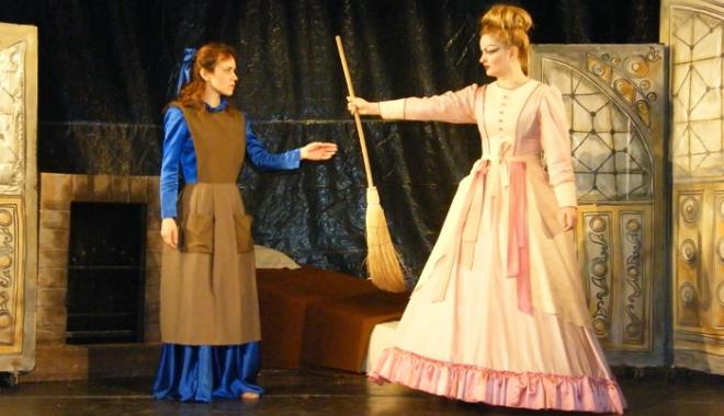 """Foto: Povestea """"Cenuşăresei"""", din nou la teatru"""