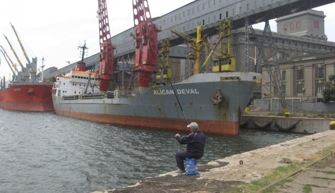 Foto: Cerealele relansează  traficul de mărfuri  din portul Constanţa