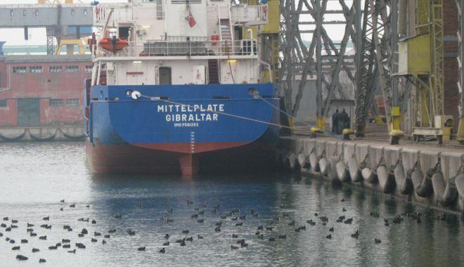 Foto: Cerealele și petrolul au relansat traficul de mărfuri în porturile maritime românești
