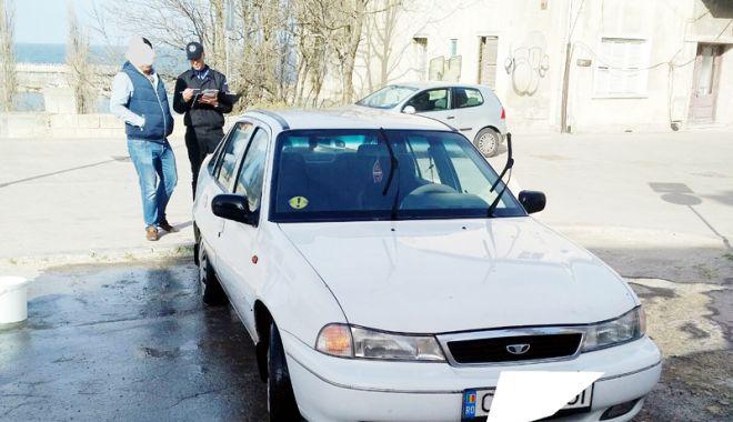 Foto: Ce rişti dacă  îţi speli maşina pe stradă, la Constanţa