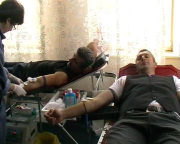 Zeci de jandarmi au donat sânge - cernavoda31-1321009834.jpg