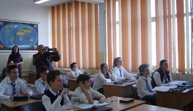 Răducu Popescu meditează poporul cu… televizorul. Elevii de-a VIII-a vor lua lecţii
