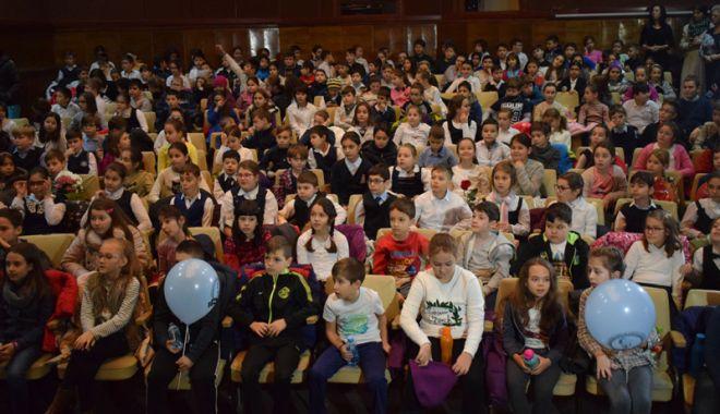 """Foto: Ce spectacol  pentru copii au pregătit actorii de la Teatrul """"Căluțul de Mare"""""""