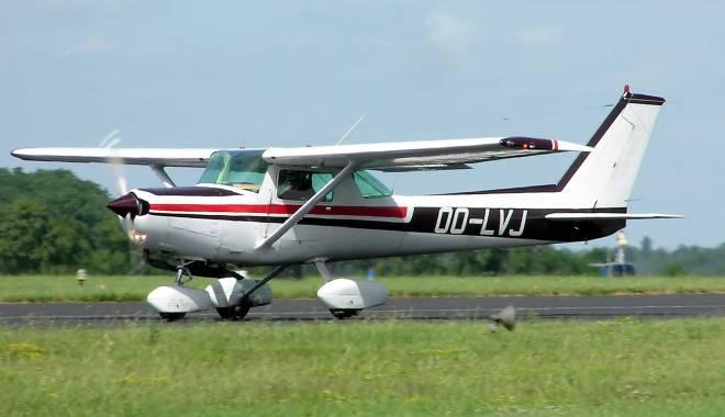 Foto: Tragedie aviatică. Un pilot român s-a prăbuşit cu avionul