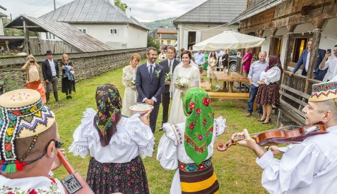 Foto: Ceteraşi şi strigături! Monica și Nicolai Tand, nuntă de vis