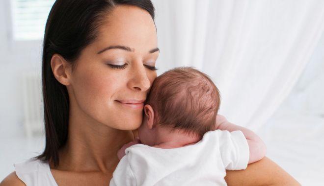 """Foto: Sfatul specialiştilor """"Euromaterna"""". Ce trebuie să faceţi imediat după naştere"""