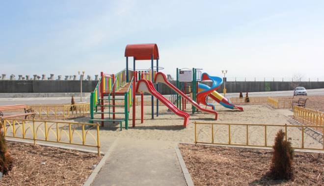 Foto: Ce vrea să facă Primăria Constanţa în locurile de joacă pentru copii