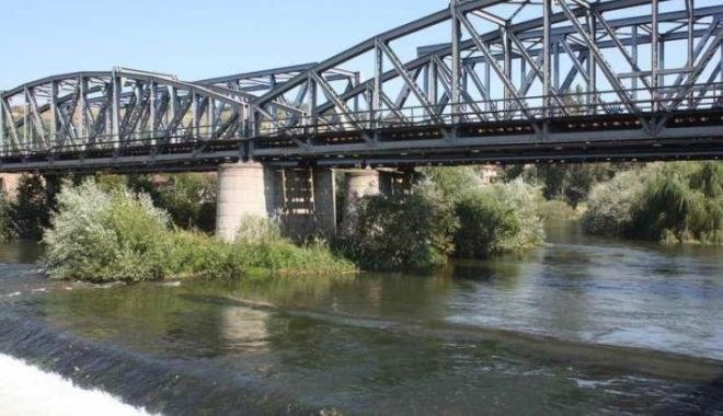 Foto: CFR SA modernizează 14 poduri şi podeţe feroviare