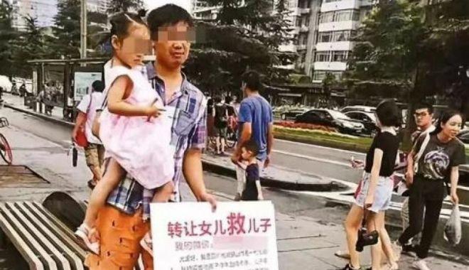 Foto: CAZ EMOŢIONANT! O fetiță a fost scoasă la vânzare de tatăl ei. Motivul este uluitor