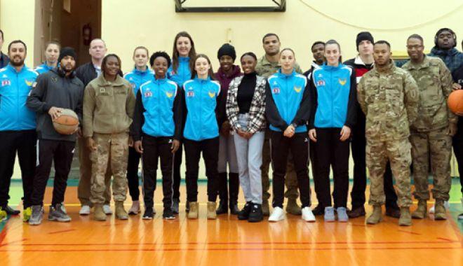 """Foto: """"Charity Basketball Game"""",  la Sala Sporturilor. Poţi fi şi tu Moş Crăciun!"""