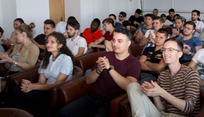 Foto: Activităţi în vacanţă! Peste 150 de studenţi, reuniţi la Constanţa