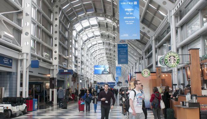 Un bărbat a trăit timp de 3 luni într-un aeroport, de teama coronavirusului - chicago-1610960418.jpg