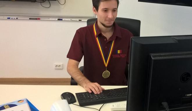 Foto: Povestea mircistului admis la Oxford. A ratat banchetul de clasa a XII-a, dar a venit cu medalia de aur la Balcaniada de Informatică