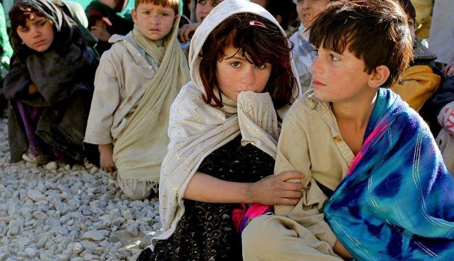 Foto: DISPERARE ŞI GESTURI EXTREME. Copii vânduți în rate!