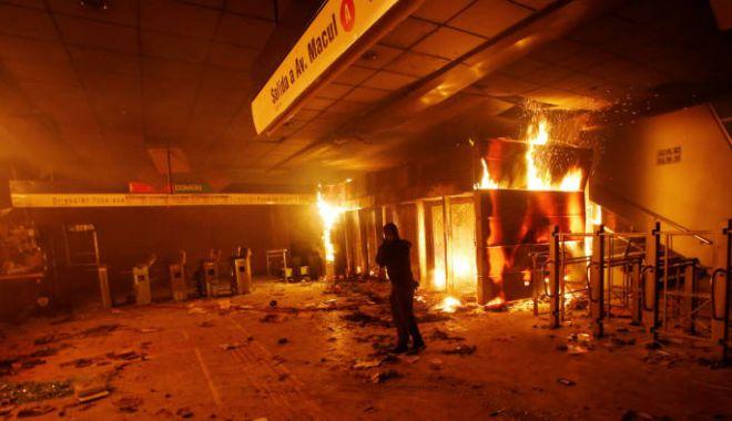 Foto: Chile, o țară paralizată, după trei zile de revolte sângeroase soldate cu 11 morți