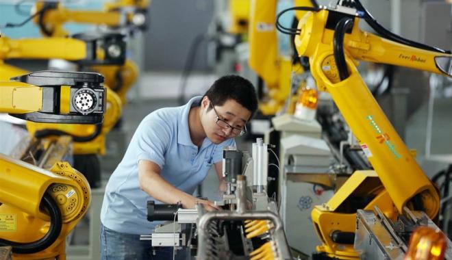 Foto: China se robotizează: Firmele înjumătăţesc forţa de muncă  angajând... inteligenţă artificială