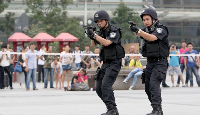 Foto: Un chinez şi-a omorât  17 vecini şi părinţii