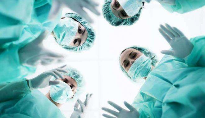 Fără studii de medicină şi cu numai opt clase! Cum a reuşit un escroc italian să opereze în cele mai renumite clinici din România