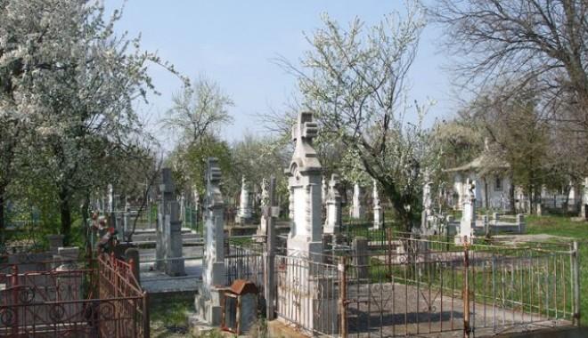 Se poate prelungi concesiunea  unui loc de veci? - cimitir-1346191024.jpg