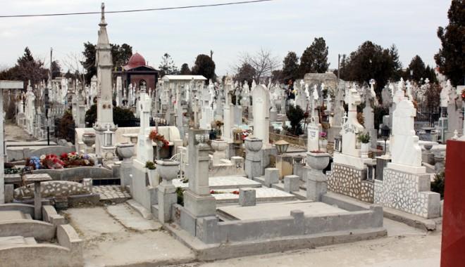 Foto: Cimitirele Constanţei: Luxul de a muri ca omul