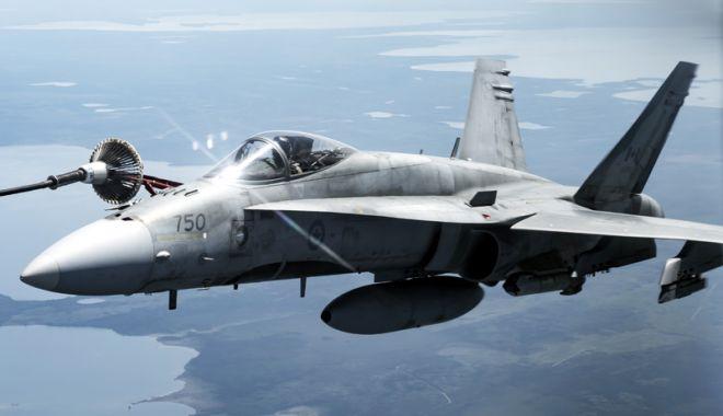 Foto: Cinci avioane Hornet canadiene,  la Baza Aeriană Mihail Kogălniceanu