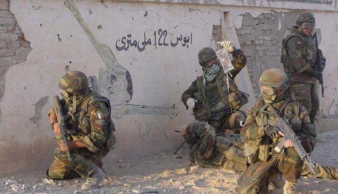 Foto: Cinci militari au murit  în Pakistan. O bombă plasată  pe marginea drumului a explodat