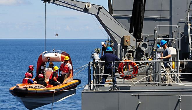 Foto: Cine îi ajută pe marinarii abandonaţi pe mările şi oceanele lumii?