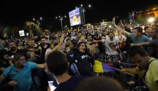 Foto: Protestatarii care au bătut o jandarmeriţă la mitingul diasporei din 10 august au fost eliberaţi