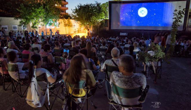 """Foto: Filme bune şi bere cehă, la """"Cinemascop"""", în Eforie Sud"""
