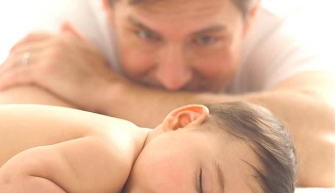 Foto: Cine e titularul indemnizaţiei  de creştere copil