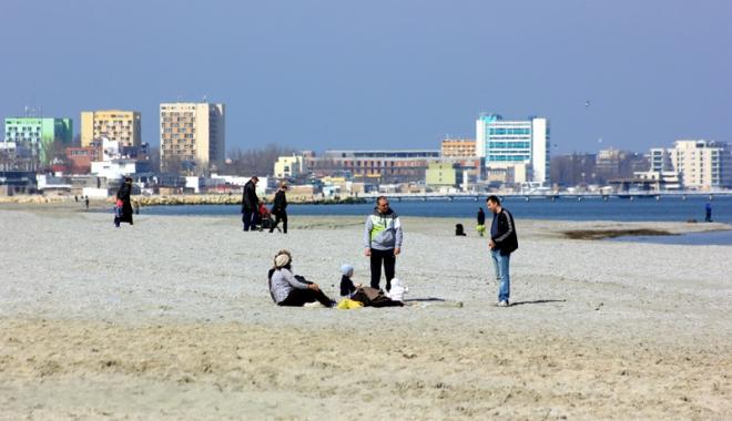 Foto: Pericol la plaj�! Cine vars� dejec�iile �n Marea Neagr�