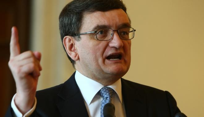 Foto: Avocatul Poporului a trimis la CCR sesizarea la legea care interzice persoanelor condamnate să fie în Guvern