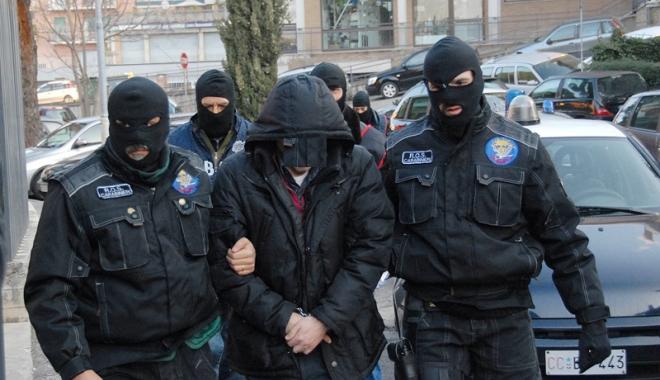Foto: Circa 200  de membri ai grupării mafiote 'Ndrangheta, arestaţi în Italia  şi Germania