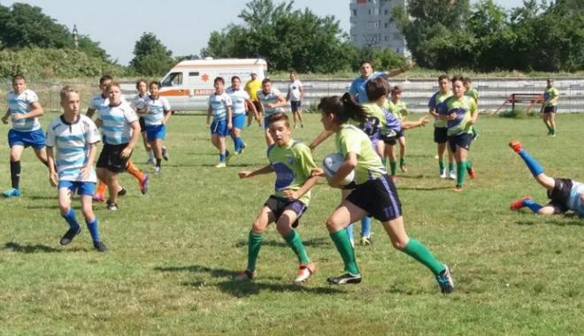 Foto: Circuitul Naţional de mini-rugby, la final. Încep eseurile pe nisip