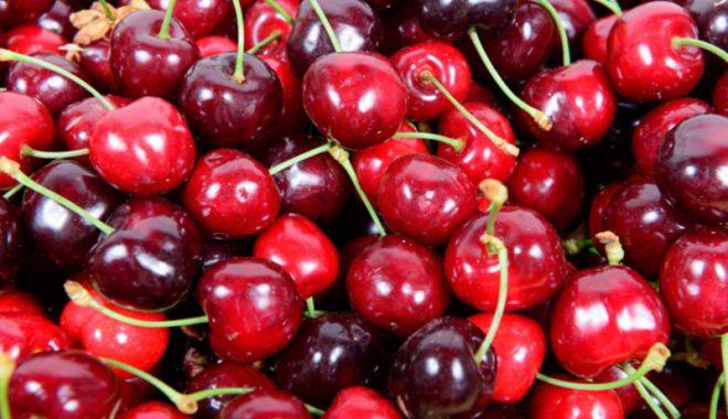 Foto: Cireşe tratate cu fungicide  periculoase, în supermarketuri şi pieţe